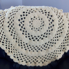 lacy-round-baby-blanket